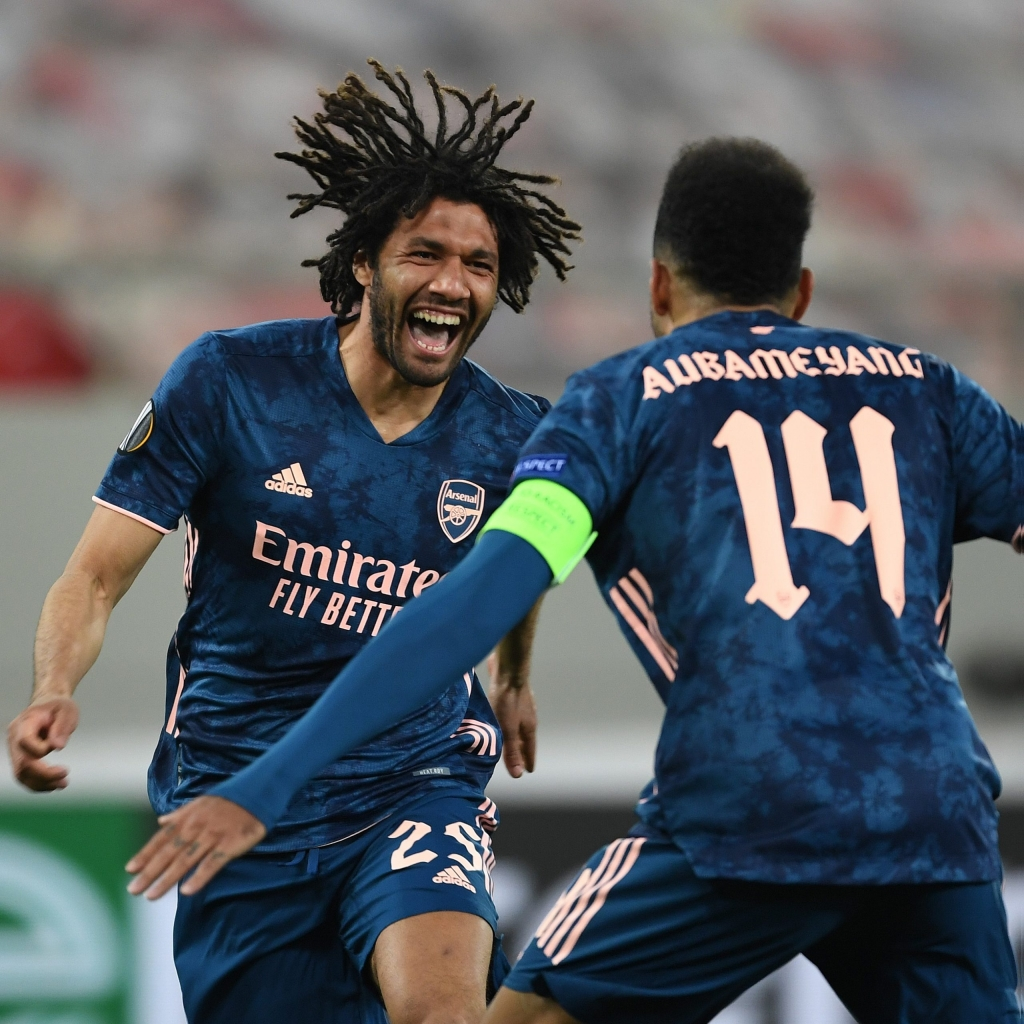PIRAEUS, GREECE - MARCH 11: (L) Mo Elneny celebrates scoring the 3rd Arsenal goal with (R) Pierre-Emerick Aubameyang during the UEFA Europa League Round of 16 First Leg match between Olympiacos and Arsenal at Karaiskakis Stadium on March 11, 2021 in Piraeus, Greece. Sporting stadiums around Europe remain under strict restrictions due to the Coronavirus Pandemic as Government social distancing laws prohibit fans inside venues resulting in games being played behind closed doors. (Photo by Stuart MacFarlane/Arsenal FC via Getty Images)